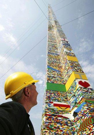 Самая высокая ЛЕГО-башня в мире (3 фото)