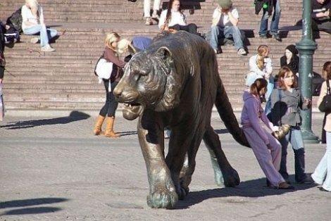 Памятники животным (13 скульптур)