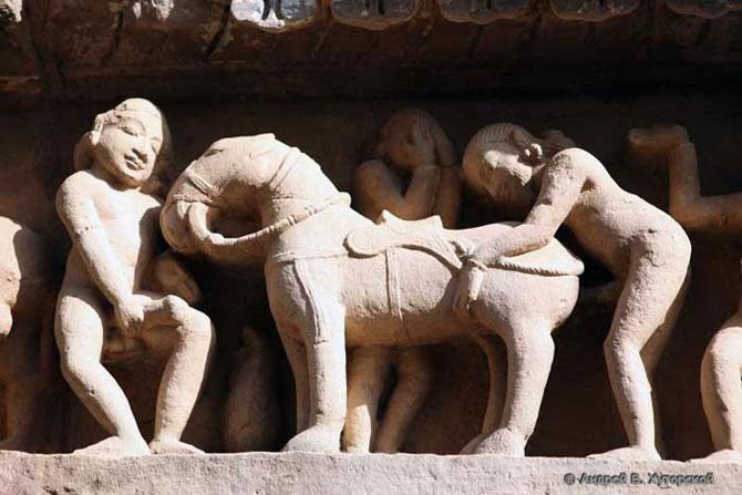 Древнеиндийские сексуальные скульптуры