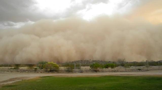 Во время пылевой бури над Фениксом появились НЛО (5 фото, видео)