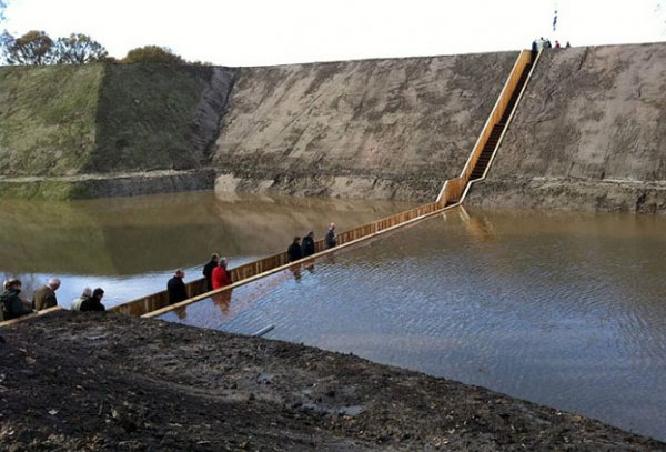Мост Моисея в Голландии (7 фото)