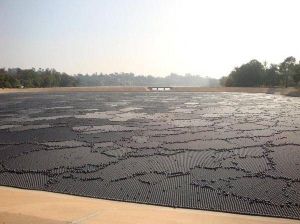 400 тысяч шариков в борьбе с ультрафиолетовым излучением (7 фото)