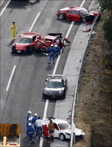 Самая дорогая дорожная авария в мире (2 фото)