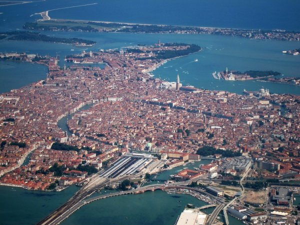 Города-острова Европы (23 фото)