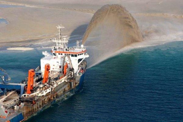 Создание искусственного острова в Дубае (12 фото)