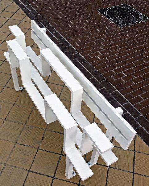 Подборка необычных скамеек (17 фото)