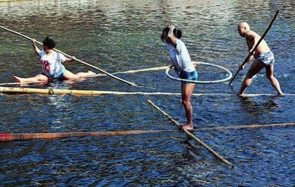 Спортивные соревнования Bamboo Drift Racin (гонки на бамбуке) (6 фото)