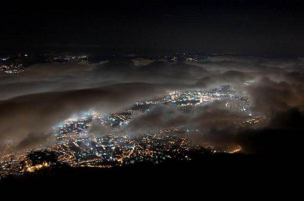 Города окутанные туманом (14 фото)