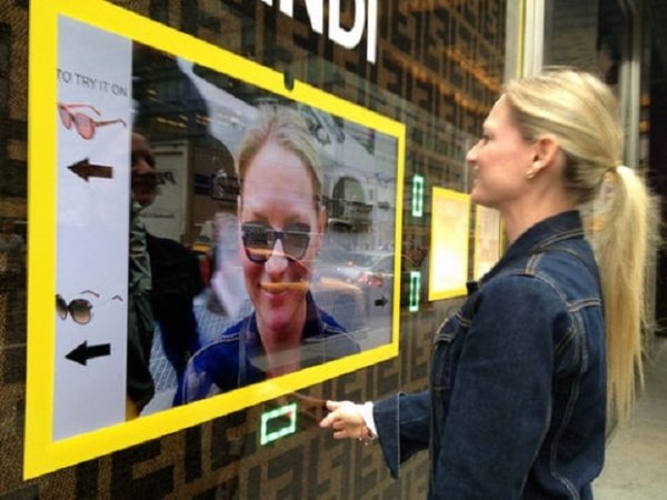 Теперь можно примерить очки, не заходя в магазин (4 фото ...: http://billionnews.ru/tehnika/1266-teper-mozhno-primerit-ochki-ne-zaxodya-v-magazin-4-foto.html