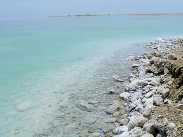"""Почему Мертвое море называется """"мертвым""""? (3 фото)"""