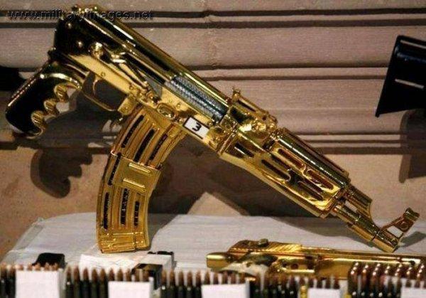 Золотое и серебряное оружие из коллекции Саддама Хусейна (18 фото)