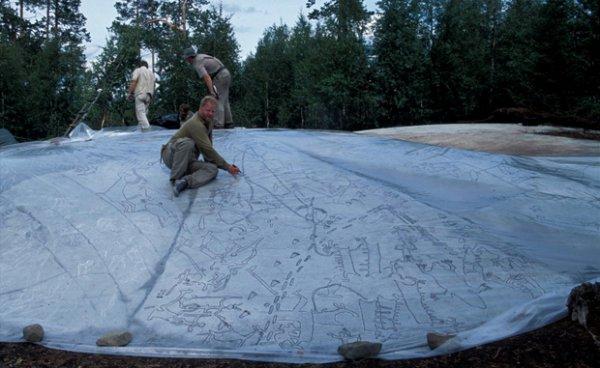 На севере России найдены наскальные рисунки (5 фото)