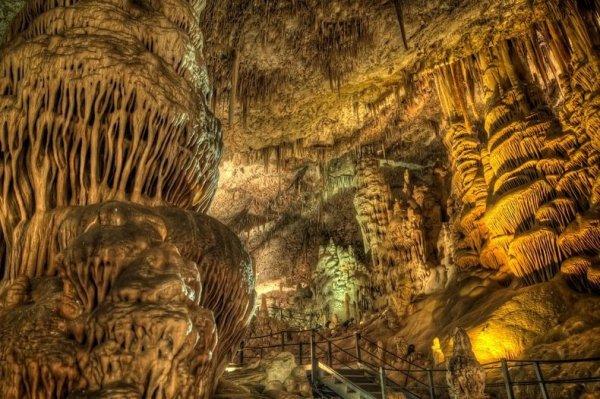 Психоделические сталактиты из пещеры Авшалом