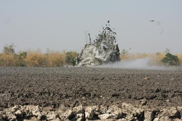 Bledug Kuwu - Грязевой взры (10 фото)