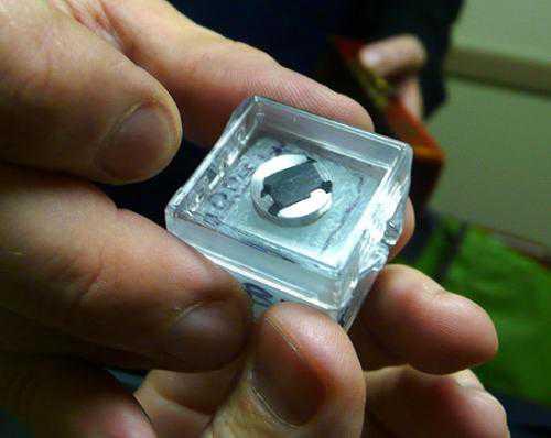 Самая маленькая в мире книга (5 фото)