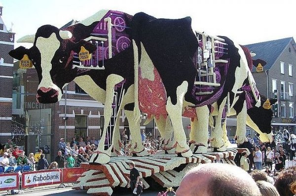 Скульптуры из цветов на параде Bloemencorso Zundert (21 фото)