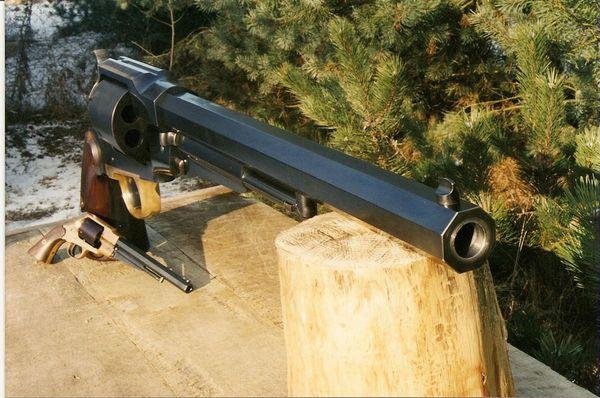 Самый мощный в мире револьвер