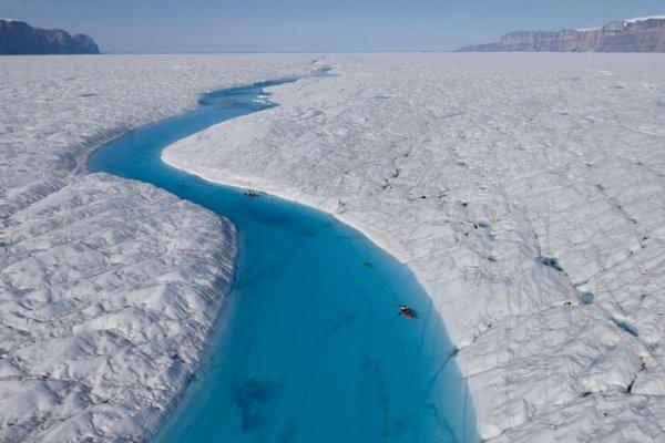 Синяя река Гренландии (8 фото)