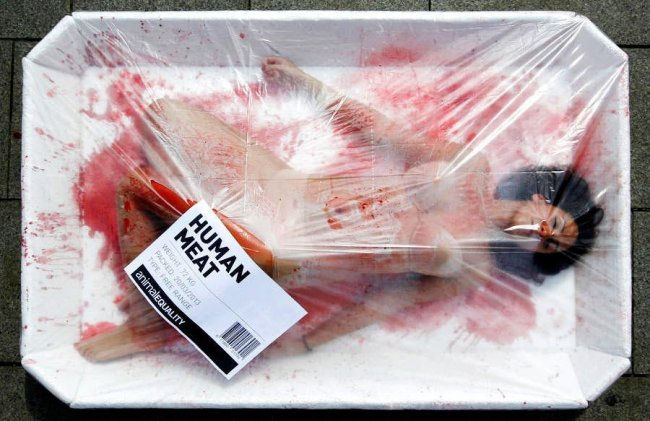Каталонцы выступили против убийства животных (6 фото)