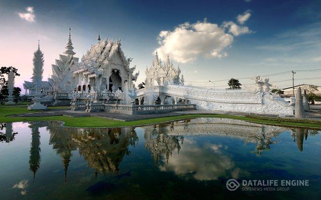 Храмовый комплекс Ват Ронг Кхун (Wat Rong Khun) в Таиланде