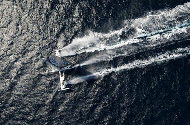 Hydroptère – скоростной парусник на подводных крыльях (10 фото + 1 видео)