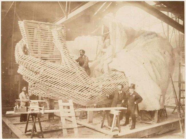Редкие снимки, сделанные во время строительства статуи Свободы (11 фото)
