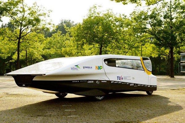 Первый в мире солнечный электромобиль Stella