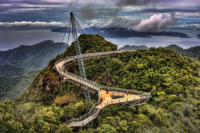 Незвичайний міст у Малайзії