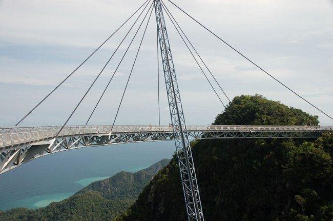 Необычный мост в Малайзии