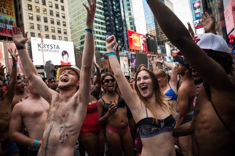 feb44b2b760b День нижнего белья в Нью-Йорке (14 фото) » Интересные факты  самое ...