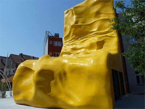 Необычный желтый бар в Бельгии  (4 фото)