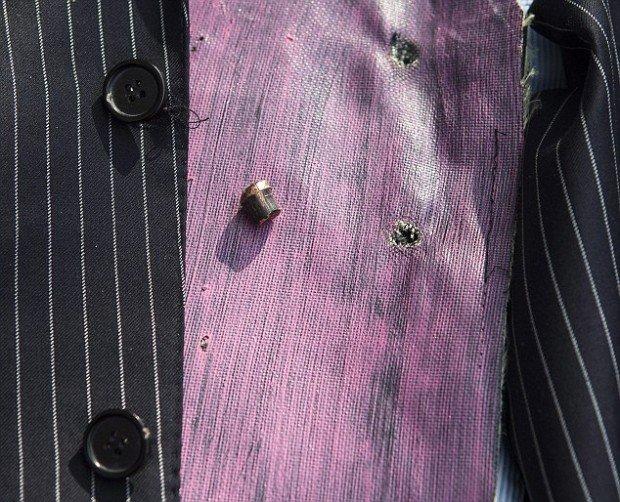 Деловой костюм, защищающий от пуль (7 фото)