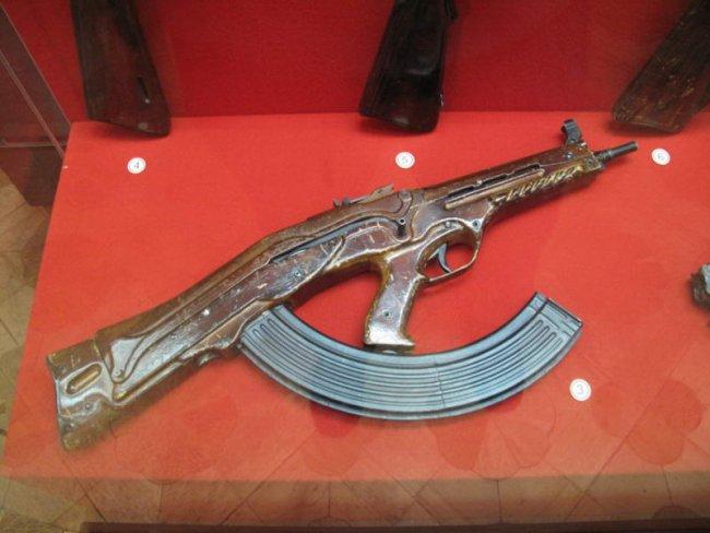 Футуристическое оружее из прошлого (3 фото)