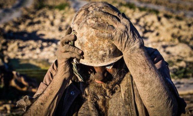 Житель Ирана не мылся уже более 60 лет (7 фото)