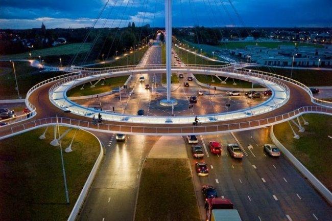 Удивительный вращающийся мост Ховенринг (8 фото)