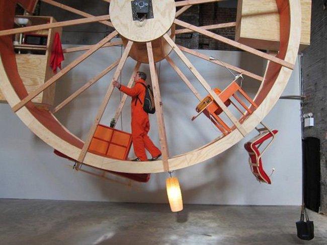 Художники, живущие во вращающемся колесе (7 фото)