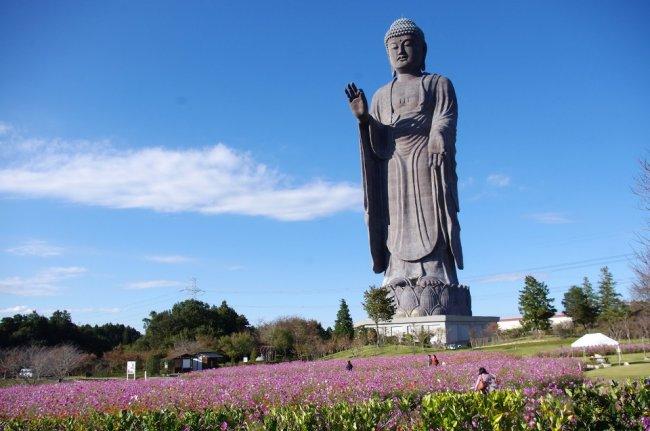 10 самых высоких статуй на Земле (12 фото)