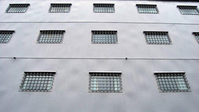 Корабль-тюрьма в Бронксе (9 фото)