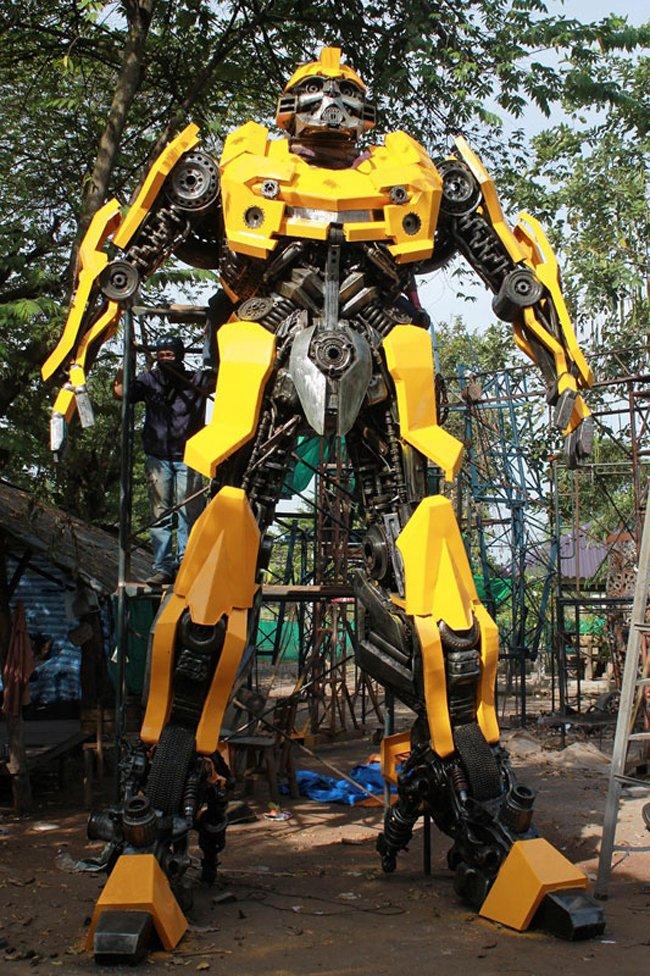 6 метровые трансформеры, созданные из автозапчастей (10 фото)