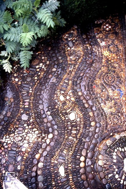 Тропинки вымощенные галькой (15 фото)