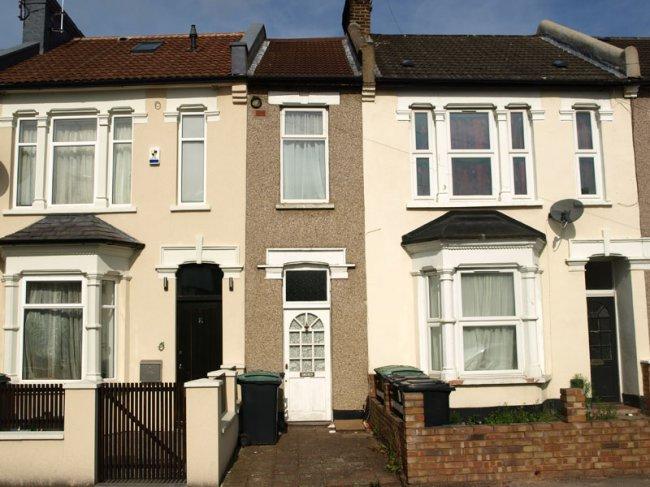 В Лондоне продан 2-х метровый дом за сотни тысяч долларов (фото дня - 12.09.2014 г.)