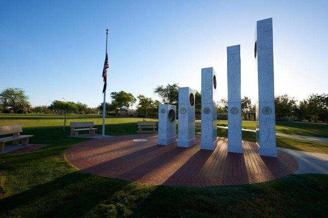 Лишь в 11.11 солнце светит в этом Мемориале (9 фото)