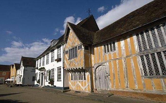 Кривая деревня в Англии