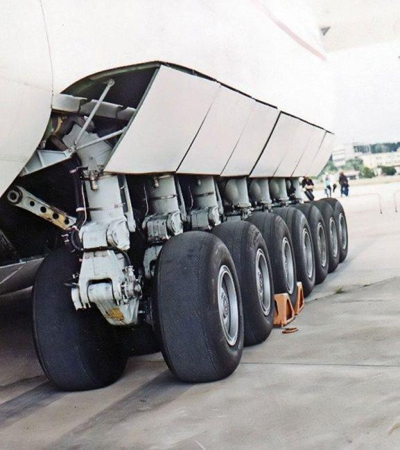 Самый большой самолет в мире Ан-225 (7 фото)