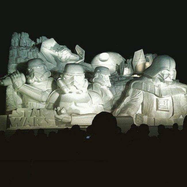 "Снежная скульптура для фанатов ""Звездных войн"" (11 фото)"