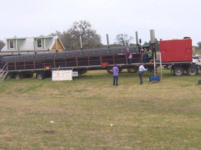 Гриль, на котором можно приготовить 4 тонны мяса (15 фото)