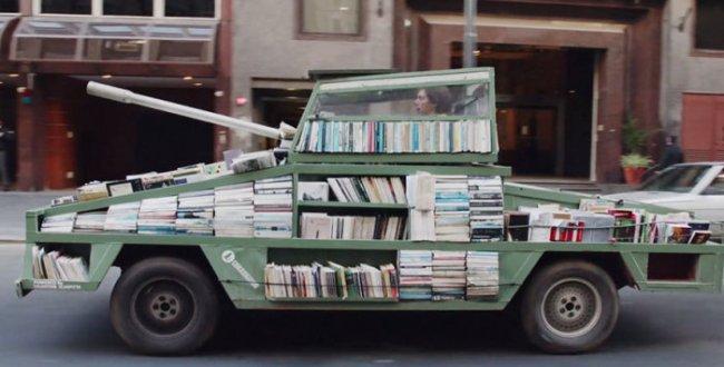Танк - библиотека из Аргентины (7 фото)