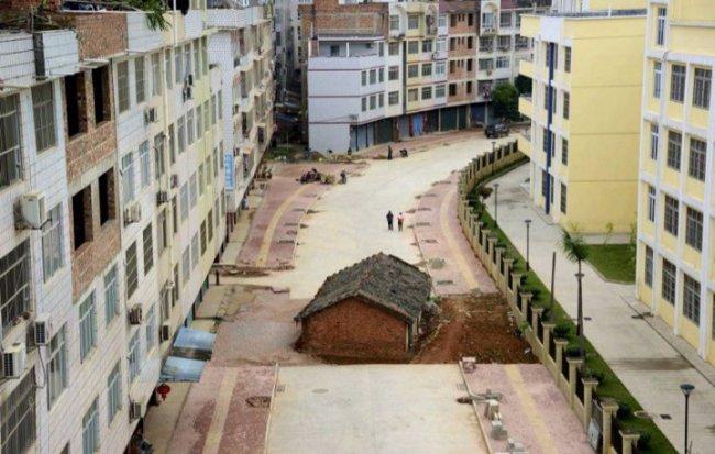 Одинокий дом в Китае (фото дня)