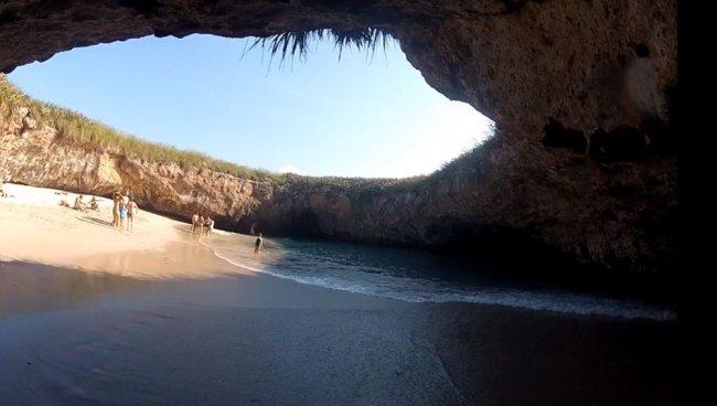 Природный бассейн в Мексике (7 фото)