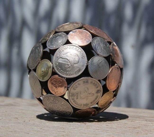 Шедевры из ключей и монет (9 фото)